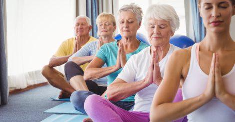 cours de fitness et yoga pour seniors